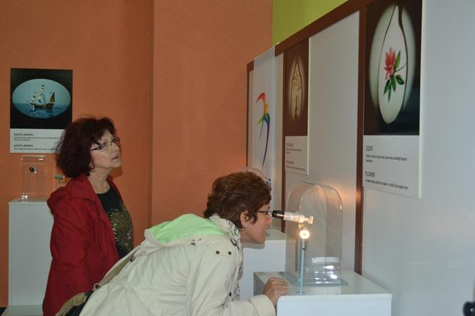 """Sadece Mikroskopla Görülebilen """"Mikro Minyatür Eserler Sergisi"""" galerisi resim 2"""