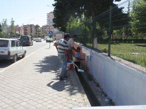 Anamur Ortaokulu'nu mahkumlar boyuyor