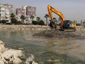 Mezitli Belediyesi'nden Mezitli sahilinde yaz sezonuna hazırlık temizliği