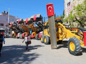 Mersin Büyükşehir Belediyesi'den Mut Belediyesi'ne 57 araç takviyesi