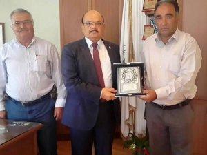 Gülnar Belediye Başkanı Ahmet Günel'e teşekkür plaketi