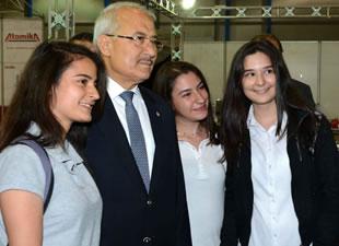 Mersin Büyükşehir Belediyesi, üniversite öğrencilerinin yanında