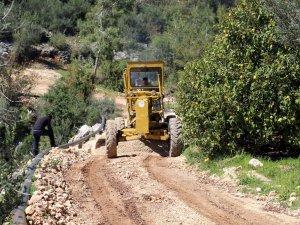 Erdemli'de yol yapım çalışmalarına hız verildi