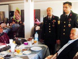Anamur İlçe Jandarma Komutanlığı, şehit ve gazi ailelerini unutmadı