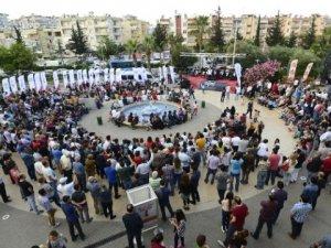 Mersinliler Hakan Aysev konserine akın etti