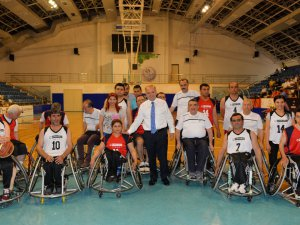 Engelliler Haftası'nda oynanan maçın galibi dostluk oldu