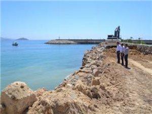 Aydıncık Limanı giriş yolu genişletiliyor