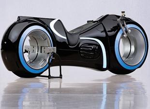 Tron'un efsane motosikleti 77 bin dolara satıldı