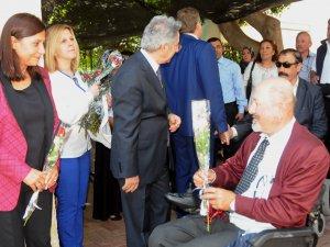 Akdeniz Belediyesi Eş Başkanları, koltuklarını devretti, söz sırası engellilerde