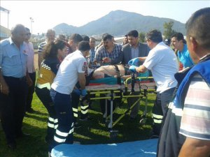 Anamur'da motosikletiyle 2 araca çarptı, ağır yaralandı