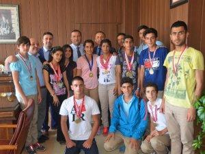 Mersinli öğrenciler Atletizm Yarışması'nda Türkiye Birincisi oldu