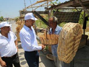 Mezitli Belediye Başkanı Neşet Tarhan, sepetçi vatandaşları ziyaret etti