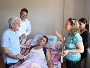Akbayram'dan hayranına moral ziyareti