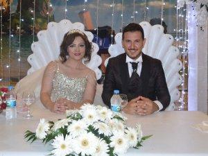 Melis Mutlay ve Murat Gökdemir muhteşem bir düğünle evlendiler