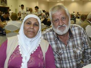 Mersin'de evliliklerinde en az 41 yılı doldurmuş çiftler yemekte buluştu
