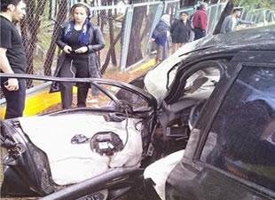 Pullu Mevkii'nde otobüs ile otomobil çarpıştı