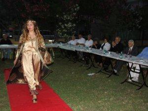 Mersin'de huzurevinde Osmanlı Kıyafetleri Defilesi