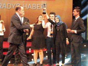 """MEÜ'lü öğrencileri, """"Geleceğin İletişimcileri Yarışması""""nda 3 ödül aldı"""