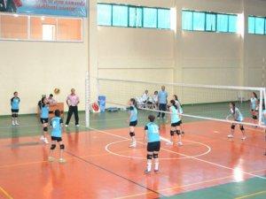 Anamur'daki Okullar Arası Voleybol Turnuvası sona erdi