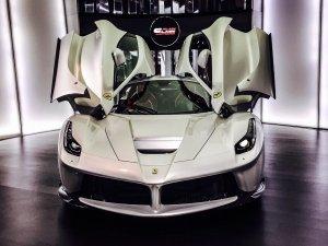 Ferrari'nin özel model arabası: Beyaz La Ferrari