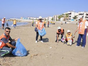 TEMA Erdemli gönüllülerinden sahil temizliği