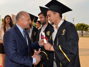 Toros Üniversitesi ilk mezunlarını verdi