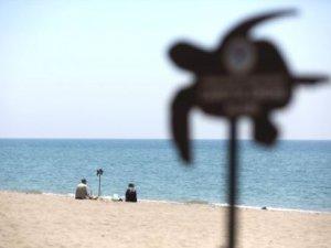 Anamur'da tatilciler caretta carettalarla aynı sahili paylaşıyor