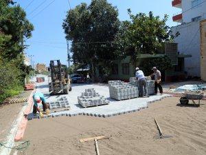 Erdemli'de parke yol çalışmalarına devam ediyor