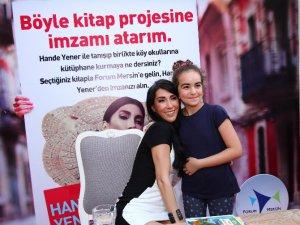 Hande Yener, köy okullarına kütüphane için imza attı
