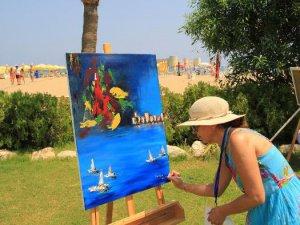 Mersin Ressamlar Çalıştayı'nda Kızkalesi tuvallere aktarıldı