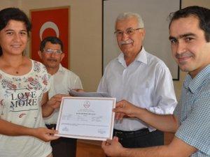 Anamur'da işaret dili kursiyerlerine belge verildi