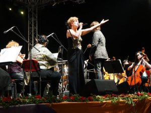 Zuhal Olcay'dan Güneş Festivali'nde mest etti