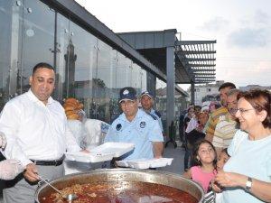 Tarsus'ta hergün 5 bin kişiye yemek verilecek