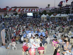 Mersin Büyükşehir Belediyesi'nin iftar sofrası Anamur'da kuruldu