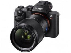 İlk arkadan aydınlatmalı fotoğraf makinesi: α7R II