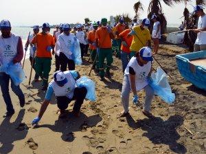 Avrupalı öğrenciler, Mersin sahilini temizledi