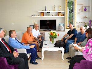 İçel Sanat Kulübü yeni yönetimi, Yüksel Mutlu ve M.Fazıl Türk'ü ziyaret etti