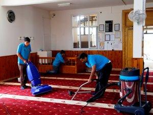 Erdemli'de camileri Belediye temizliyor