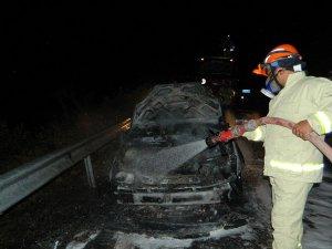 Bozyazı'da hareket halindeki araç yandı