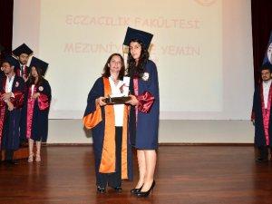 MEÜ Eczacılık Fakültesi'nde mezuniyet heyecanı