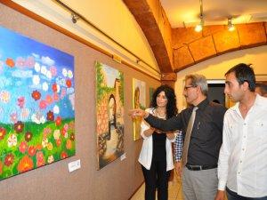 Tarsuslu kursiyerler resim sergisi açtı