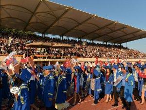 Mersin Üniversitesi'nde mezuniyet coşkusu
