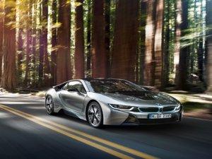 Elektrikli BMW caddeye indi