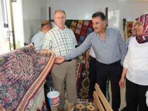 Başkan Tuna, kilim dokuma kursiyerlerine sertifikalarını  verdi