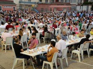 Yenişehirliler iftar sofrasında bir araya geldi