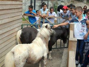 İştar kursiyeri çocuklar, Tarsus Hayvanat Bahçesi'ni gezdi