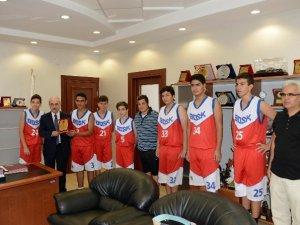 Genç Basketbolcular, Başkan Genç'i ziyaret etti