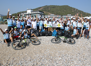 Mersin Bisikletli Gezginler Derneği'nden Ulu Resort Hotel sahilinde bayram temizliği