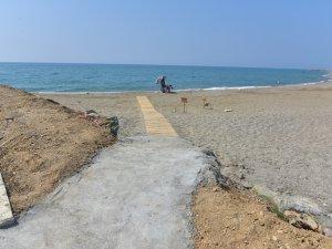 Anamur Belediyesi'nin Engelli Plajı ve gezi tekneleri için yapılan köprü hizmete girdi