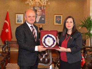 KKTC Mersin Konsolosu İnanırlıoğlu'ndan Vali Çakacak'a ziyaret